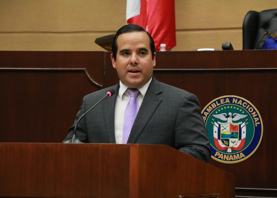 ministro-enrique-carles-asamblea