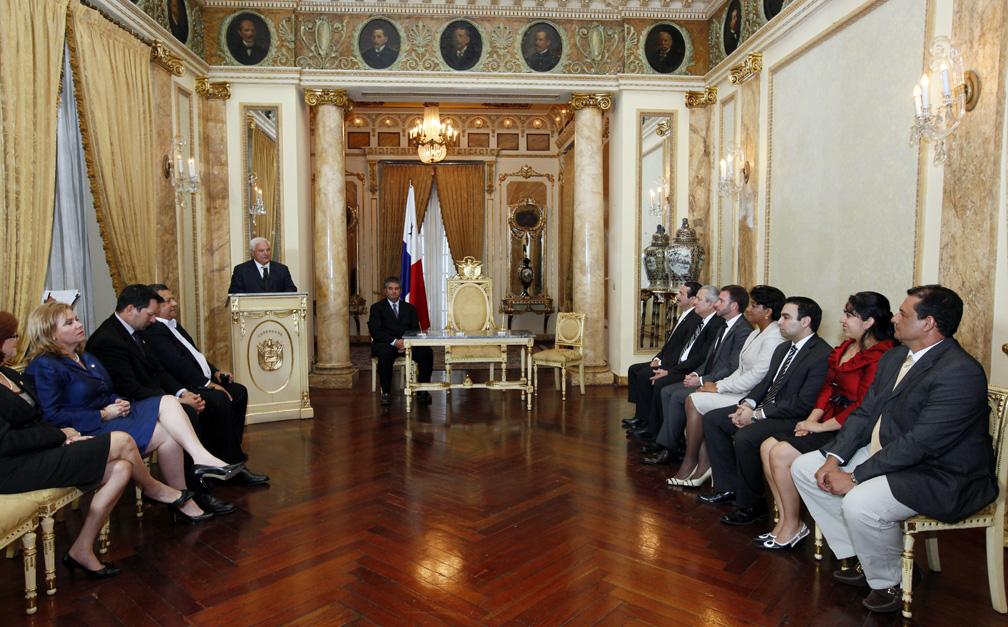 Presidente posesiona a nuevos ministros y viceministros for Ministerio del interior donde queda