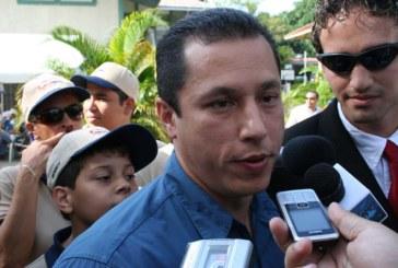 'Bobby' Velásquez anuncia declinación de su precandidatura a la Alcaldía por el PRD.