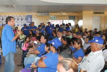 Bobby Velásquez en reunión con pre candidatos y líderes del 8-9