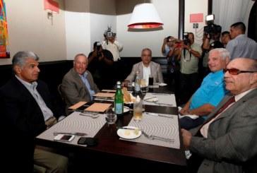 Martinelli se reúne con Alberto Vallarino para hablar sobre temas nacionales