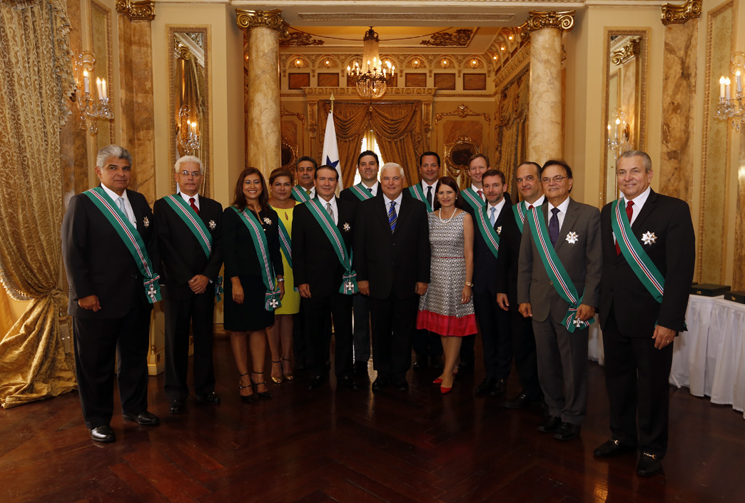 Presidente martinelli concede orden general jos de for Ministros del gobierno
