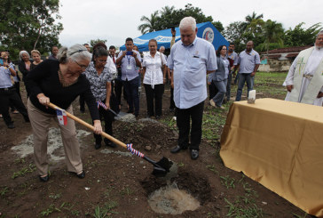 Martinelli coloca primera piedra de obra en honor a víctimas de la dictadura militar