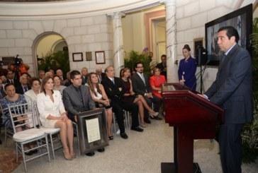 ACP entrega máximo galardón a Omar Torrijos