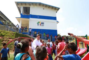 Presidente recorre centros educativos en el distrito de San Miguelito