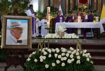 Presidente Varela Rodríguez y el pueblo panameño despiden al profesor Rubén Darío Carles Grimaldo