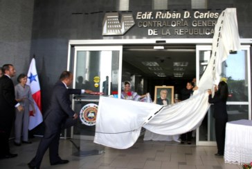 Develan nombre Rubén Darío Carles en edificio de la Contraloría