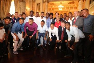 Gobierno cumple compromiso de incentivar el deporte y entrega compensación de 20 mil balboas a selección de fútbol