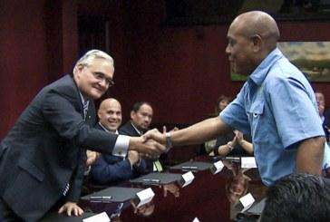 ACP firma Convención Colectiva con la Unión de Prácticos