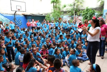 Colaboradores de Cancillería regalaron sonrisas a cientos de niños de San Felipe