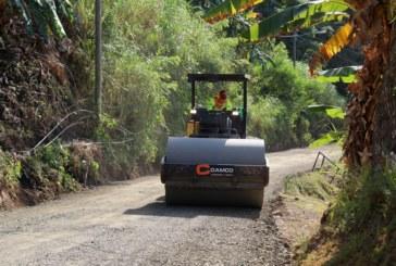 Ministro de Obras Públicas recorre la comunidad de El Vallecito en Las Cumbres.