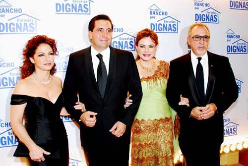 Martin y Vivian Torrijos con Gloria y Emilio Estefan