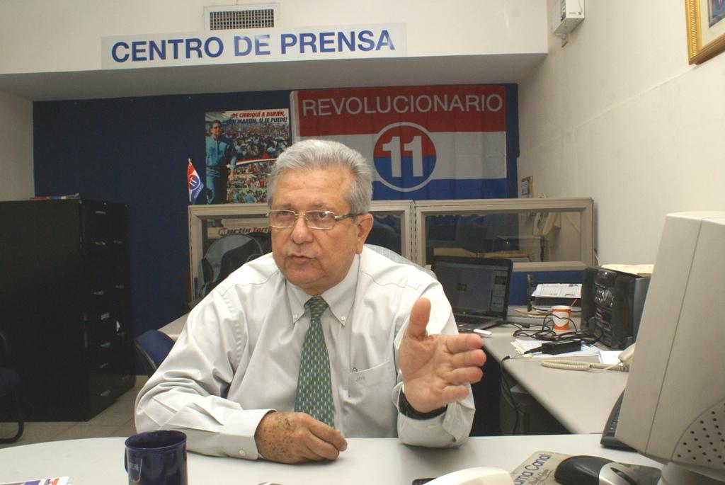 Alfredo Oranges confirmó su decisión de reorganizar su estructura de simpatizantes en el PRD, para lograr la candidatura a la presidencia de la República en la consulta interna del próximo 12 de febrero del 2012.