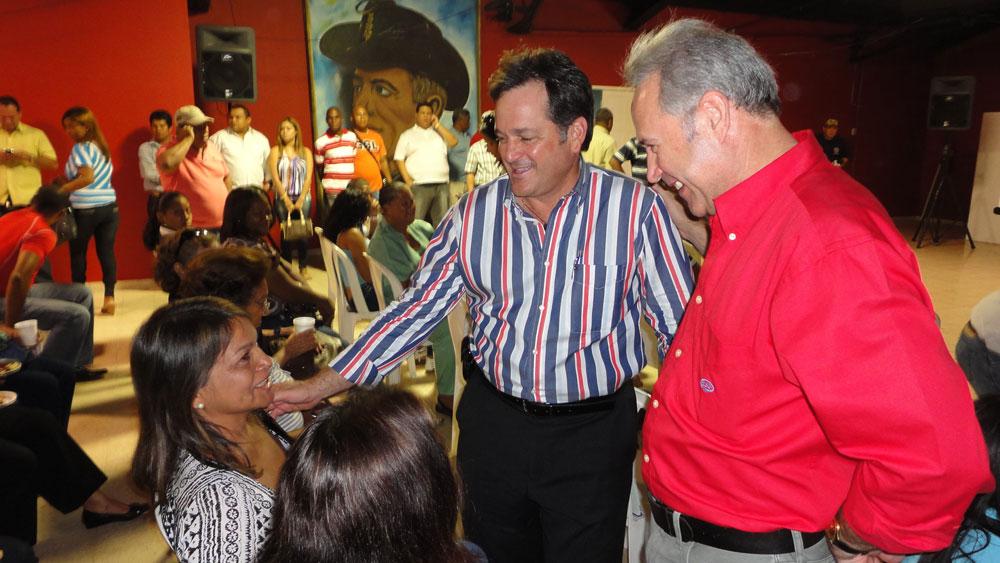 Juan Carlos Navarro recibe apoyo de Noel Riande