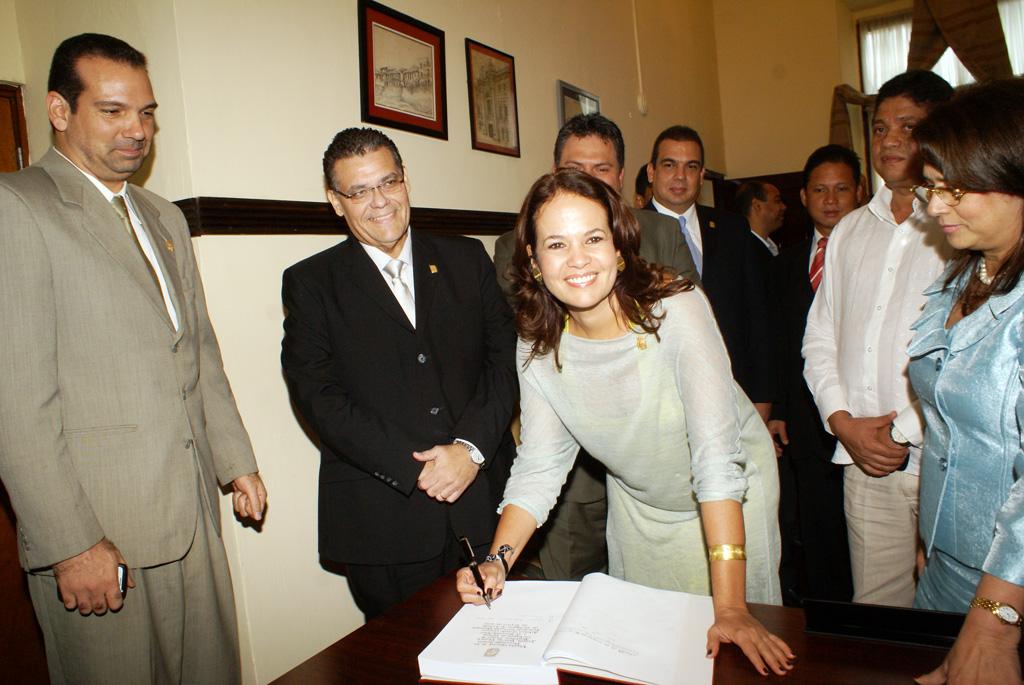 Alcaldesa de Cartagena visita Panamá