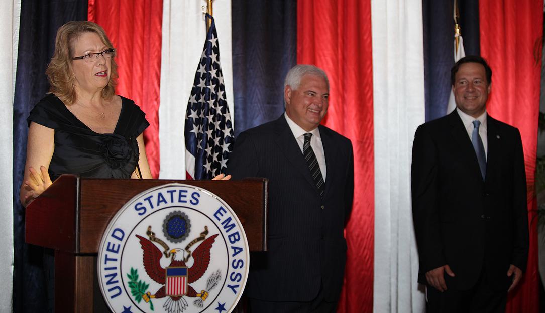 Embajadora de Estados Unidos en Panamá Phyllis Powers, Presidente Ricardo Martinelli y Canciller Juan Carlos Varela