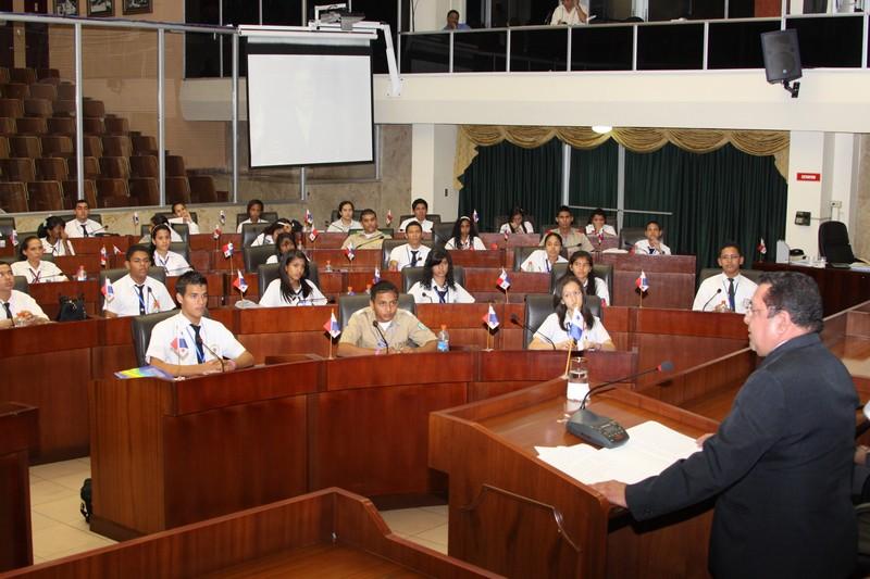 Con rotundo éxito clausura la VIII versión de la Asamblea Juvenil