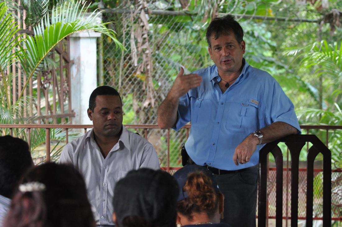 Juan Carlos Navarro pide atender problemas de panameños en vez de impulsar segunda vuelta