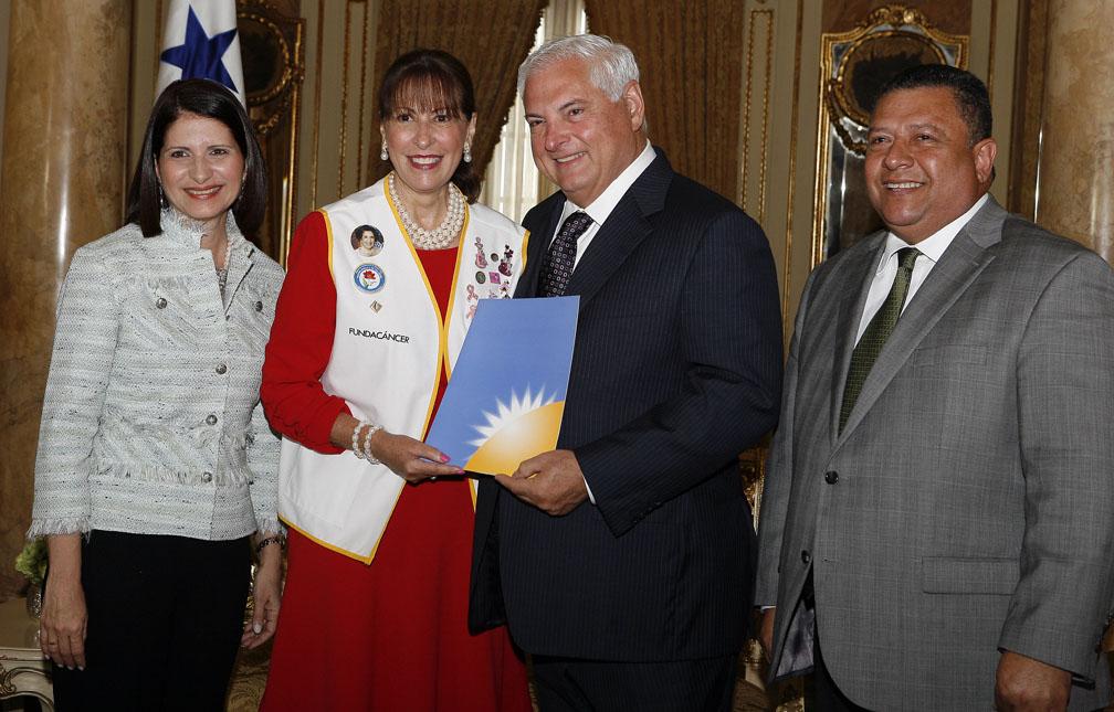 Presidente Martinelli recibe informe del Registro Nacional e Institucional de Cáncer