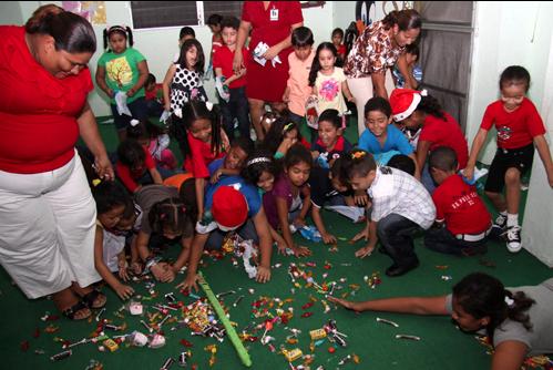 Niños del COIF celebran la Navidad
