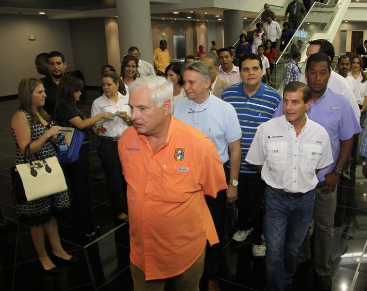 Ricardo Martinelli recorre Edificio nuevo Asamblea