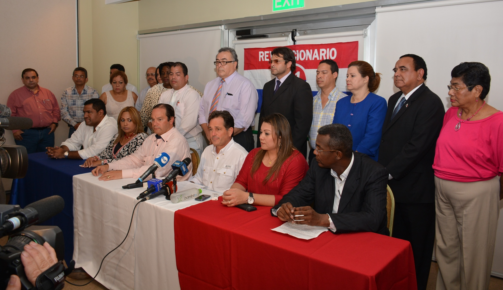 Navarro: Conferencia sobre tema huelga médicos1