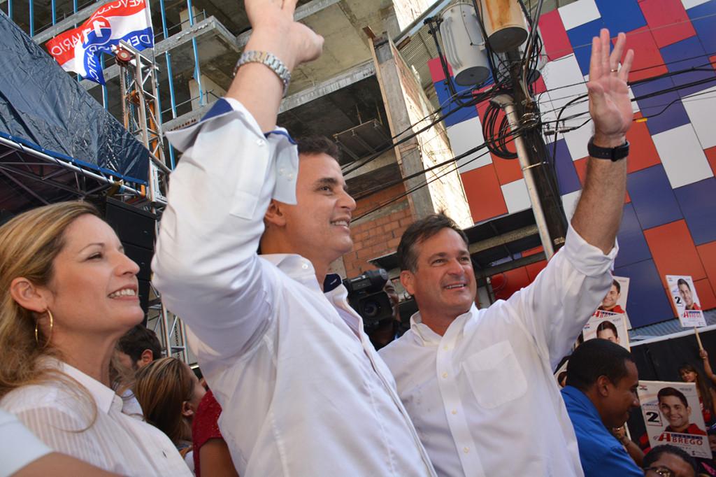 El candidato presidencial del opositor Partido Revolucionario Democrático (PRD), Juan Carlos Navarro, escogió al dirigente independiente Gerardo Solís, como su compañero de nómina