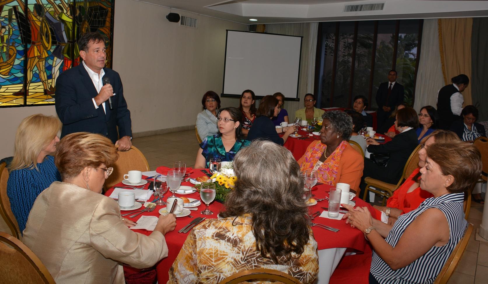 """Navarro: """"nuestra meta es llevar a Panamá a un estado de total paridad"""""""