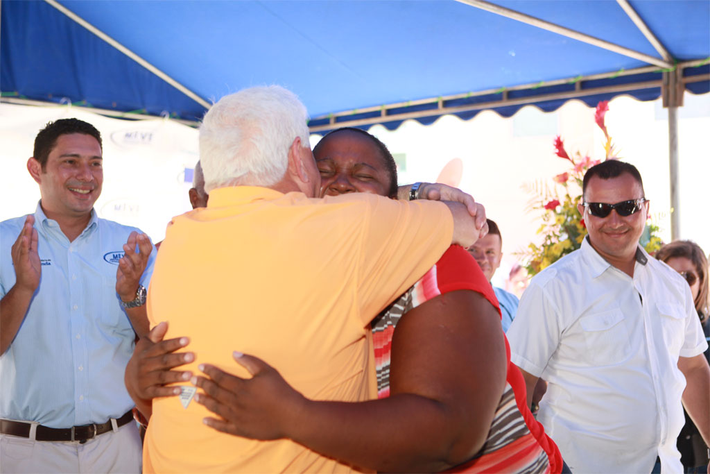 Presidente Martinelli Gobierno entrega computadoras a familias del proyecto Irving Saladino