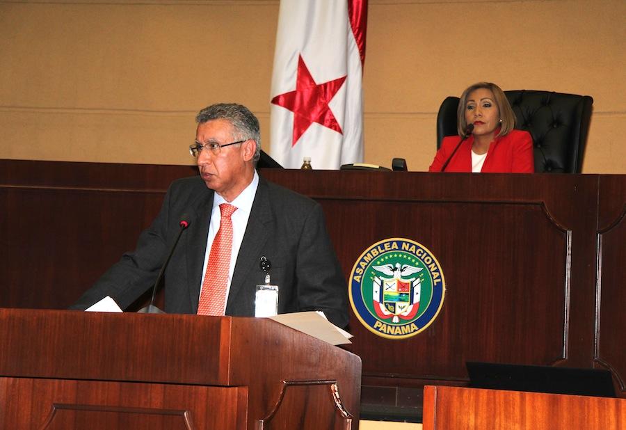 Director de la Caja de Seguro Social Alfredo Martiz ante la Asamblea Nacional